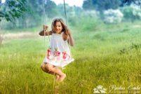 Девочка на качели